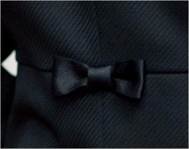 腰にはさりげなくかわいさの小さな黒リボン