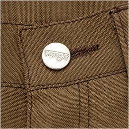 ロゴ入りの刻印タックボタン