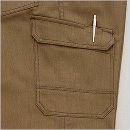 右側 ペンが出し入れしやすい仕様のペン差し付きポケット