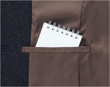 ジャケットの右内側にメモ帳が入る深さの内ポケット付き