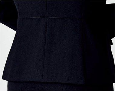 ウエストのパイピングと裾ベンツ