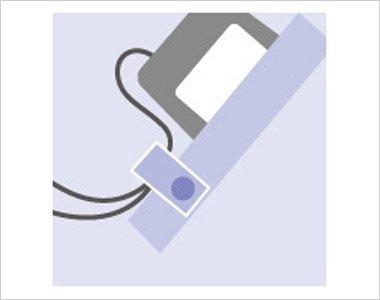 ポケット口PHS・PDA落下防止タブ ストラップを留めるタブを装備し落下を防ぎます。