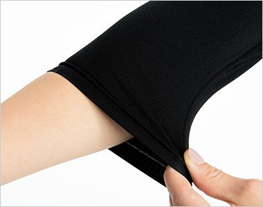 腕まくりしてもずり落ちず、袖口のたるみもおこりにくいフィット感