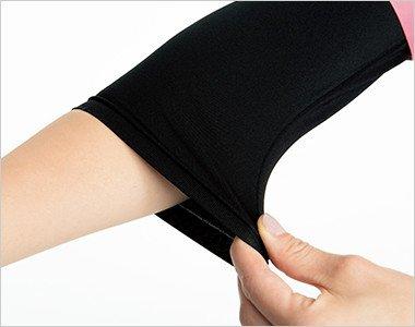 腕まくりしてもずり落ちてこない、袖口のたるみもおこりにくいフィット感。8分丈の絶妙な袖丈が医療現場にマッチ
