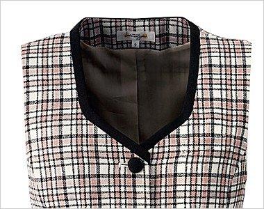 衿元の黒パイピングが引き締まった印象で信頼感をアピール
