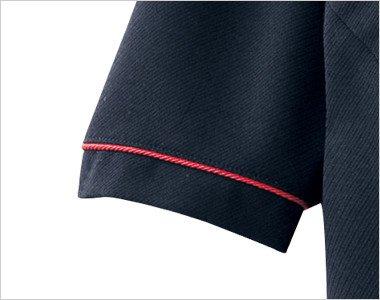 赤いパイピングで半袖の袖口を華やかに