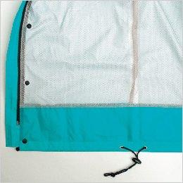 ジャケット裾からの雨の浸透を防ぐ、裾見返し仕様