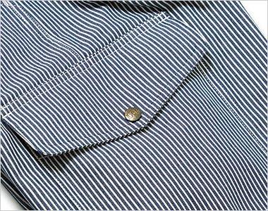 深さのあるフラップ付きのサイドポケット
