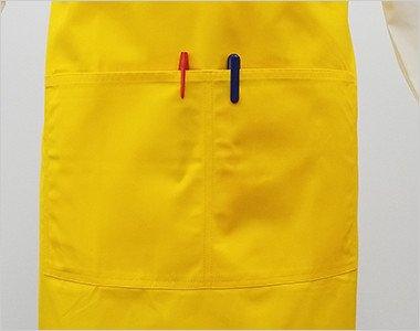 正面には大きめのポケットが2つ