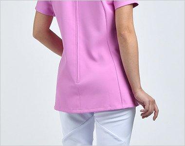 ボディラインをすっきり魅せるパターンと、ヒップまで隠れる少し長めの丈で女性らしいシルエットを演出。