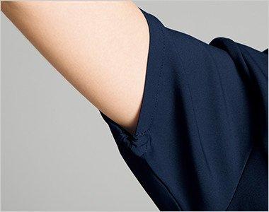 袖口が絞られたゴム仕様なので腕を上げても下着が見えずに安心です。