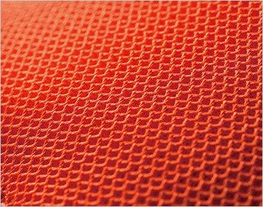 通気性抜群のメッシュを広く採用してムレにくい履き心地に。