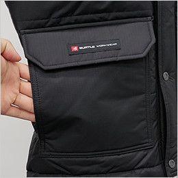 バートル 7510 リップクロス防寒ジャケット(大型フード付)(男女兼用) 脇から手を入れられる暖かい裏起毛ポケット