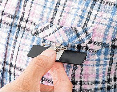 en joie(アンジョア) 26650 ラウンドカラーですっきりしたオーバーブラウス チェック柄 ペンをさしても名札が邪魔にならない名札ポケット付き
