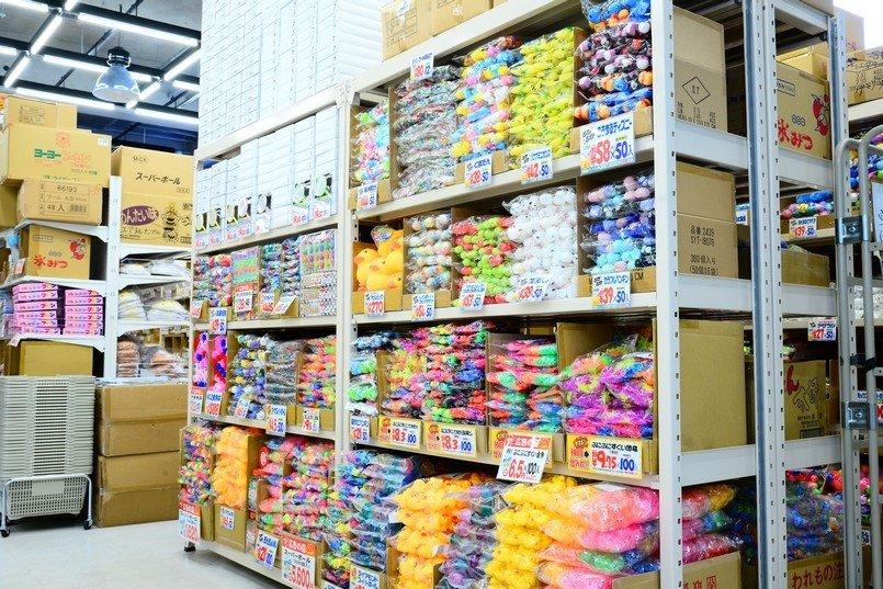 季節ごとに商品を入れ替え、常時4、5千点の商品が並ぶ店内